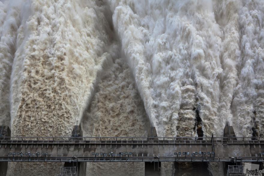 «Мощь воды». Сброс воды на Зейской ГЭС во время паводков в Амурской области. Виталий Рагулин, Амурская обл.
