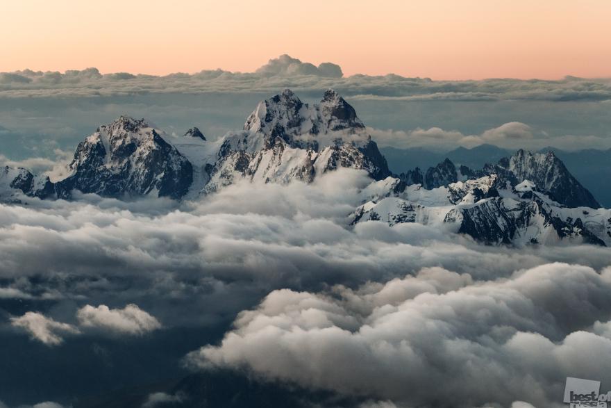 «Ушба». Снято во время восхождения на Эльбрус в августе 2013 года. Высота точки съёмки около 5100 м. Алексей Заводский, город Терскол, арачаево-Черкессия