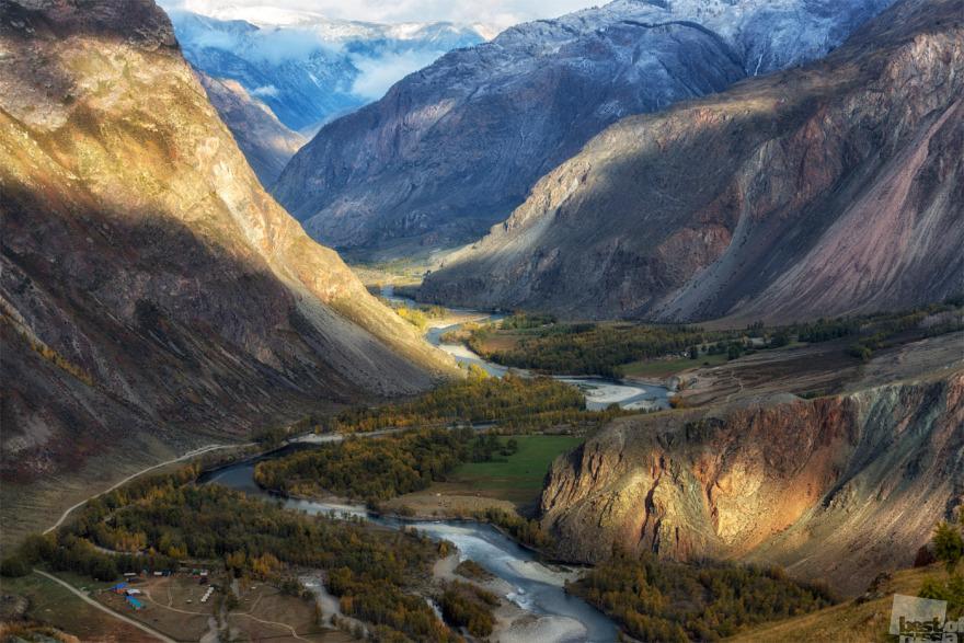 «Долина реки Чулышман». Фотография сделана с вершины каньона, с высоты около 600 метров. Андрей Грачев, город Балыктуюль, Алтай