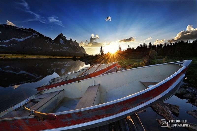 Рассвет и лодки
