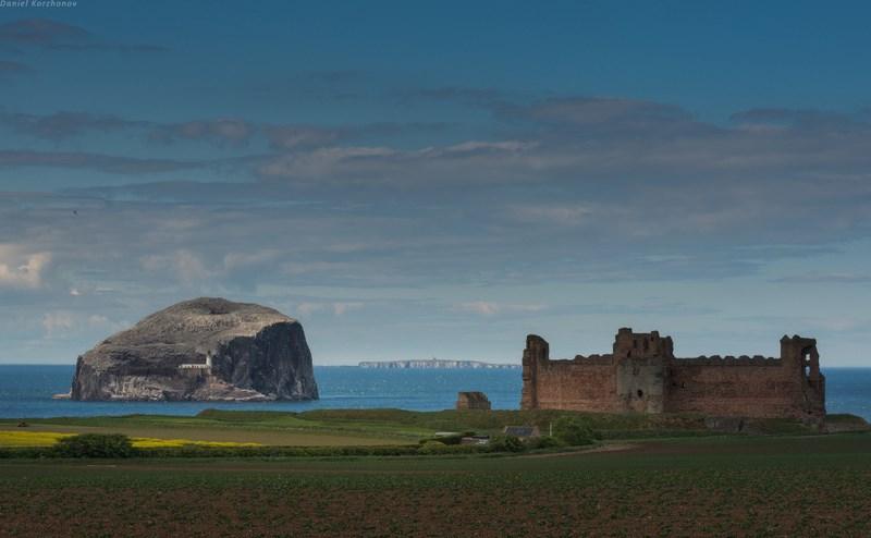 Скала и замок