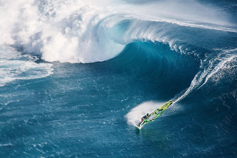 Серфингист и волна. Фото Кирилла Умрихина. На фото Оля Раскина, Маврикий