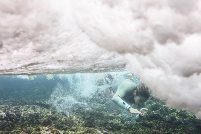 Оля Раскина у кораллового дна