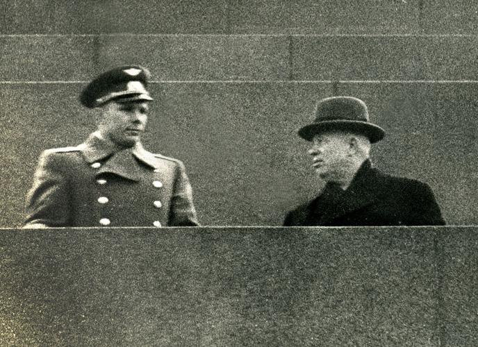 Юрий Гагарин и Никита Хрущев. Фото школьных лет Марка Штейнбока