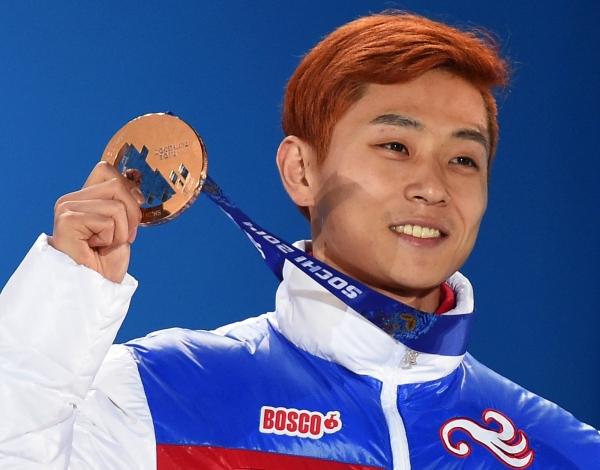 Виктор Ан с бронзовой медалью. Фото: Александр Вильф/ РИА Новости