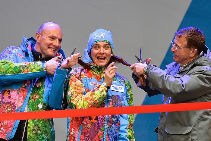Дмитрий Чернышенко, Елена Исинбаева и Жильберт Фелли открывают Олимпийскую деревню. Фото: Александр Вильф / РИА-Новости