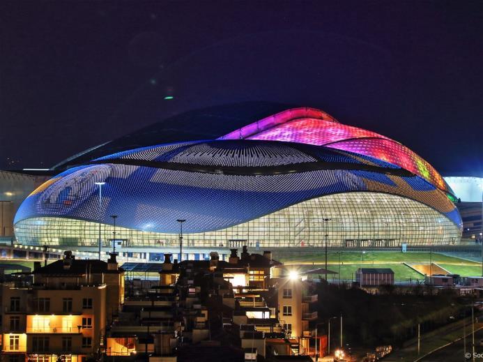 Ледовый дворец «Большой» Ледовый дворец «Большой» является частью комплекса объектов Международной федерации хоккея с шайбой (IIHF), который включает в себя Ледовый дворец «Большой» и Ледовую Арену «Шайба» для проведения соревнований по хоккею с шайбой и тренировочный каток. Фото: http://www.sochi2014.com/