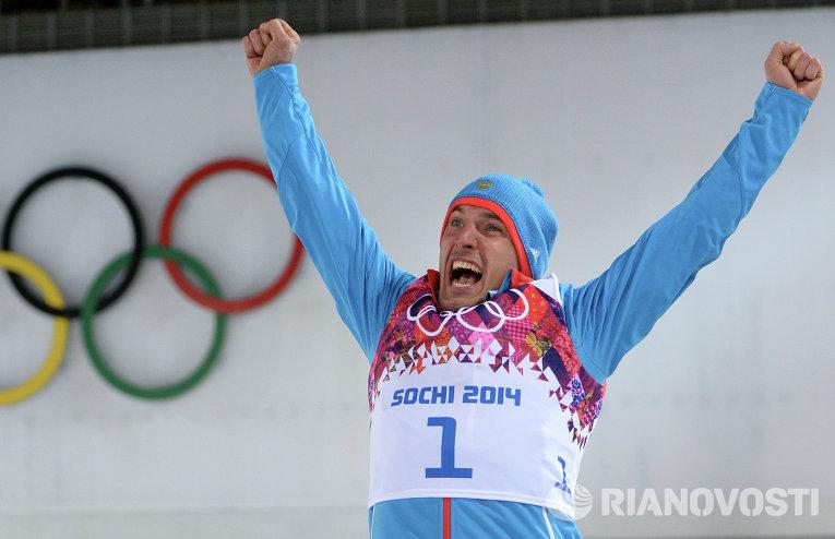 Евгений Гараничев (Россия), завоевавший бронзовую медаль в индивидуальной гонке на соревнованиях по биатлону среди мужчин в Сочи