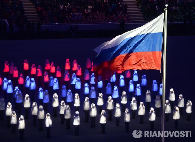 Флаг России на церемонии открытия Олимпийских игр в Сочи