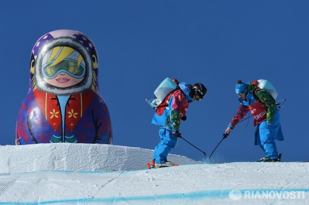 Подготовка трассы экстрим-парка «Роза Хутор» перед началом Олимпиады в Сочи