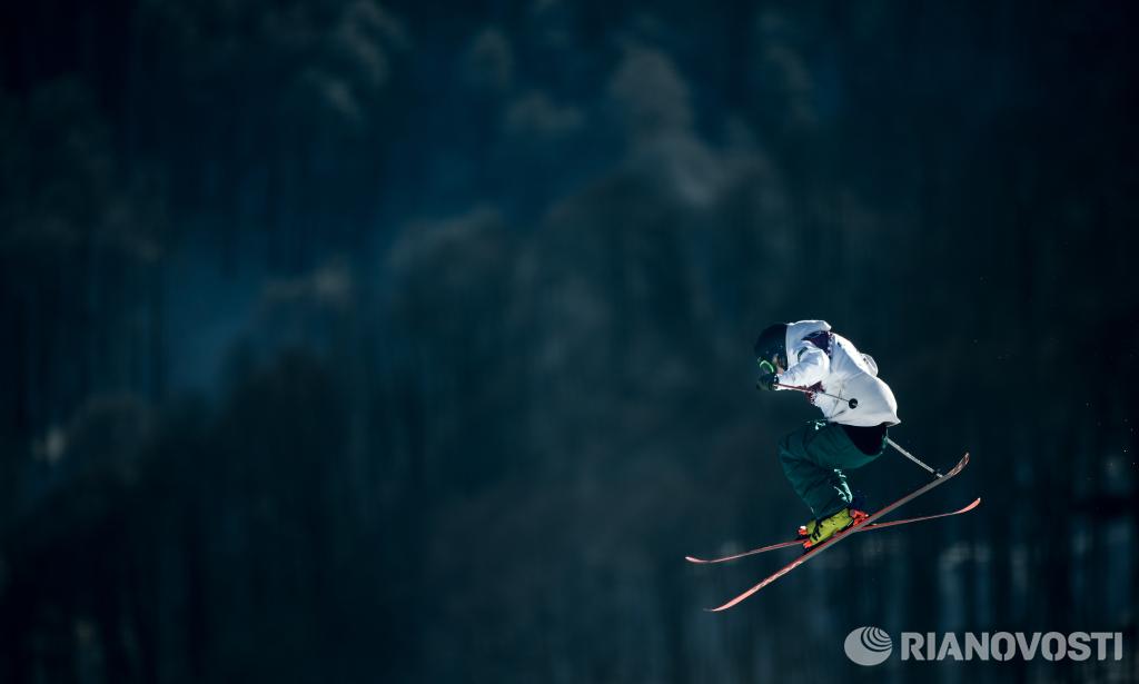 Спортсмен на тренировке национальных сборных по фристайлу перед началом зимних Олимпийских игр в Сочи. Фото: РИА Новости