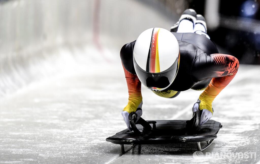 Спортсменка из Германии Аня Хубер во время тренировки на санно-бобслейной трассе в Сочи