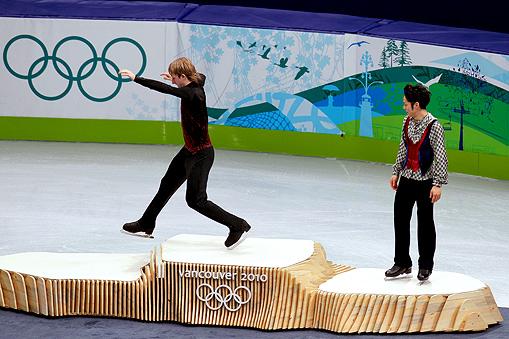 • Российский фигурист Евгений Плющенко (слева) и японский фигурист Дайсуке Такахаши (справа)