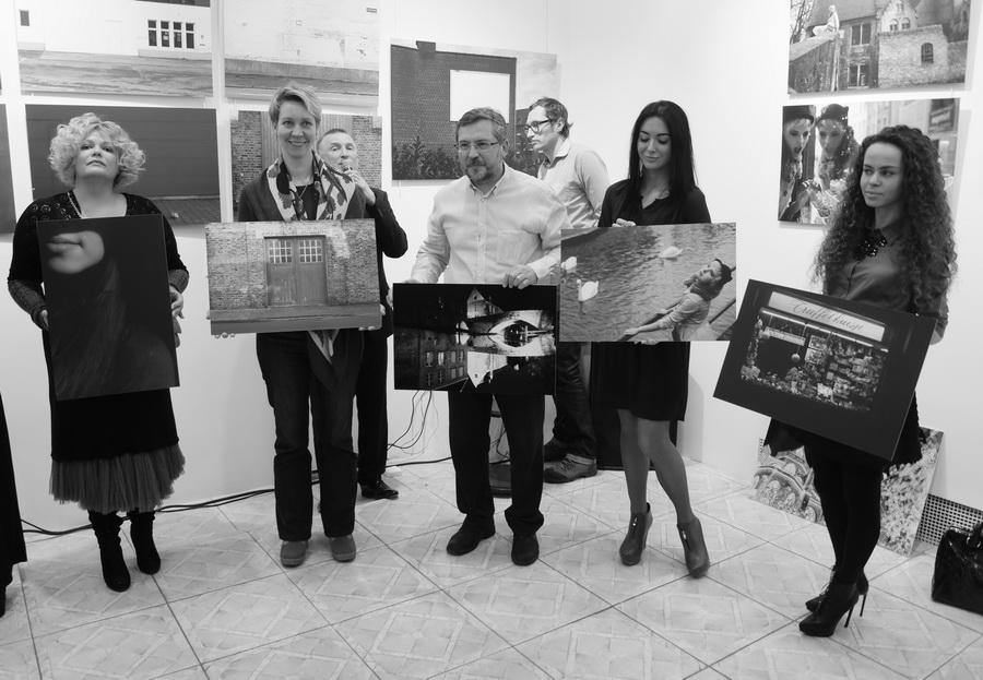 В рамках выставки «Залечь на дно в Брюгге» состоялся благотворительный аукцион