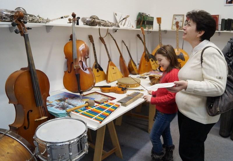 Экспозиция музыкальный инструментов народов России на фестивале «Первозданная Россия»