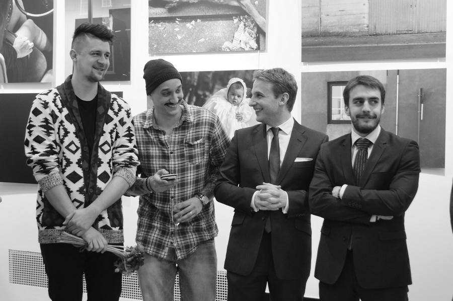 Слева направо: фотографы Игорь Панков, Никита Ступин, атташе по культуре Бельгии Арно Лион