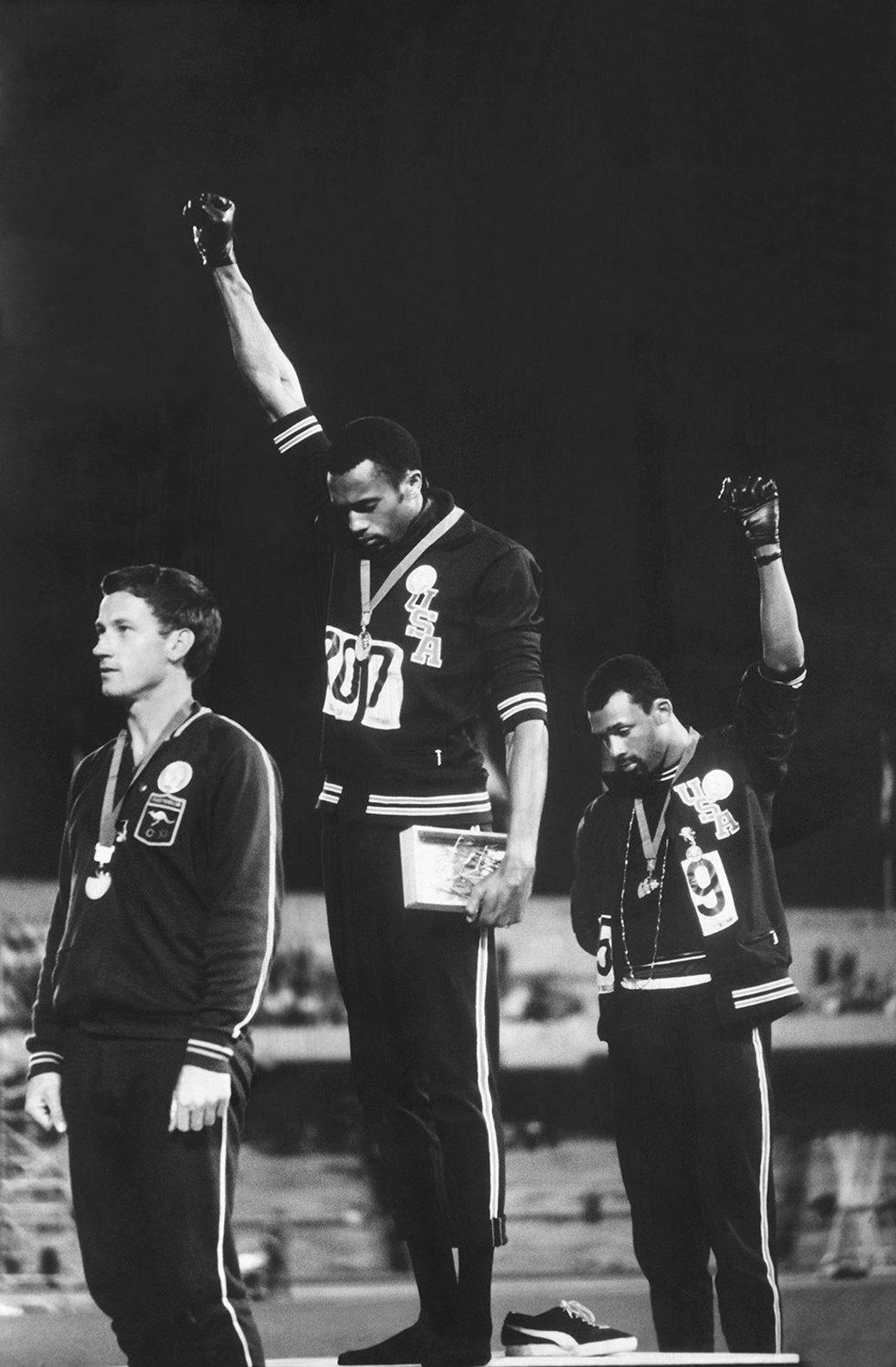 Знак солидарности с движением за права чернокожего населения США. Олимпийские игры в Мехико. 1968 год. Джон Доминис