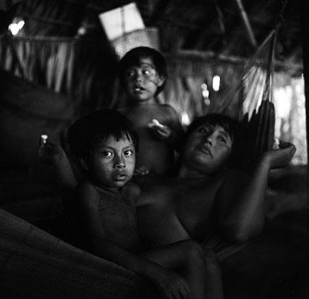 Дети в хижине. Фото - Икка Уймонен (lkka Uimonen)