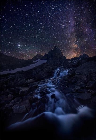 © Mark Adamus; самая яркая точка – планета Юпитер | 45 сек., f/2.8, ISO 3200, ФР 16 мм (Canon 1Ds Mark III + Canon EF 16–35 mm f/2.8 L USM)