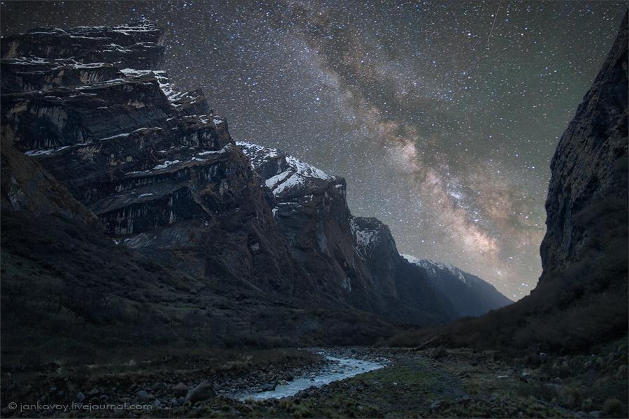 Непал, национальный парк Аннапурна, ущелье реки Марди, 2011 год | 53 сек., f/2.8, ISO 2500, FL 15 mm (Canon EOS 5D Mark II + Canon EF 15 mm f/2.8 Fisheye)
