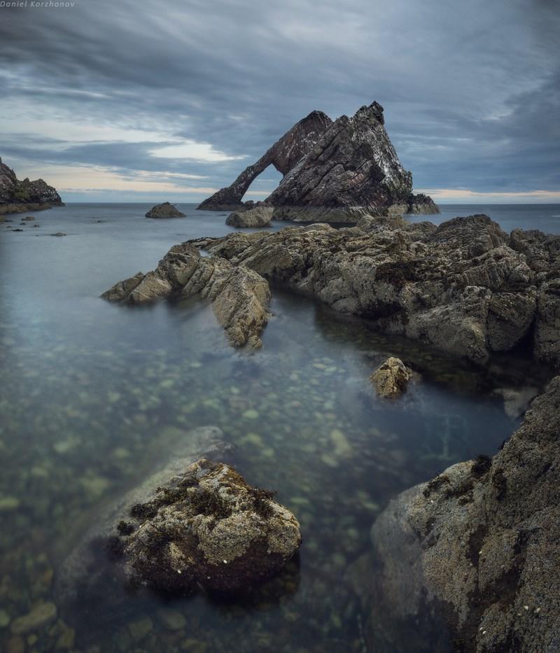"побережье со скалой ""Bow fiddle rock"""