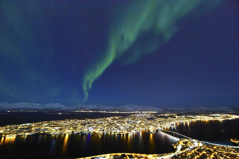 Северное сияние в Тромсё. Фото Geir Ytterstad
