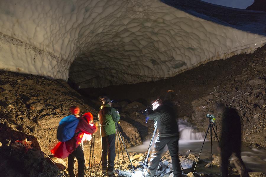 Снежные пещеры Камчатки. Автор фото - Денис Будьков