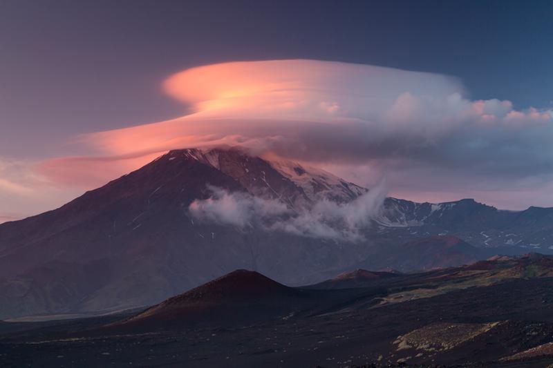 Лентикулярный закат. Вулкан Толбачик