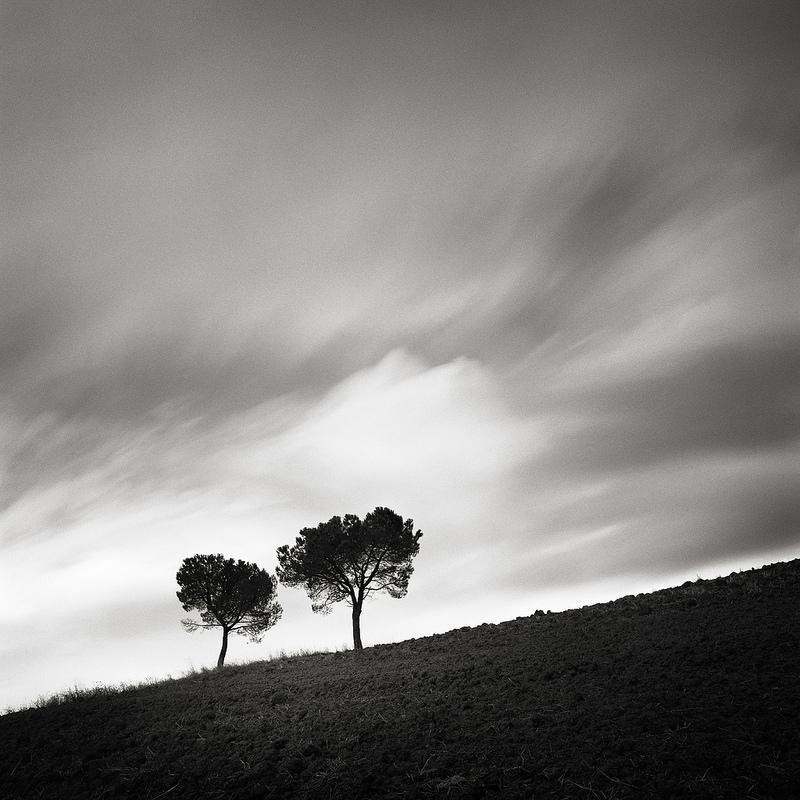 фото двое черно белое