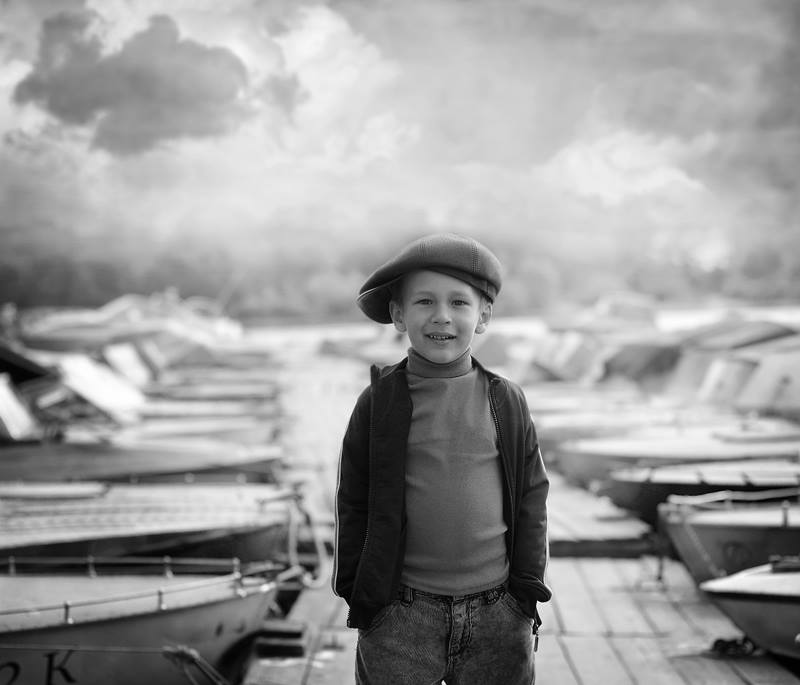 Название фотоработы: «Сын Вована» Место съёмки: Украина, Киев, Оболонь, речной пречал Дата съёмки: 2011 Работа была сделана в рамках проекта «Пацаны»
