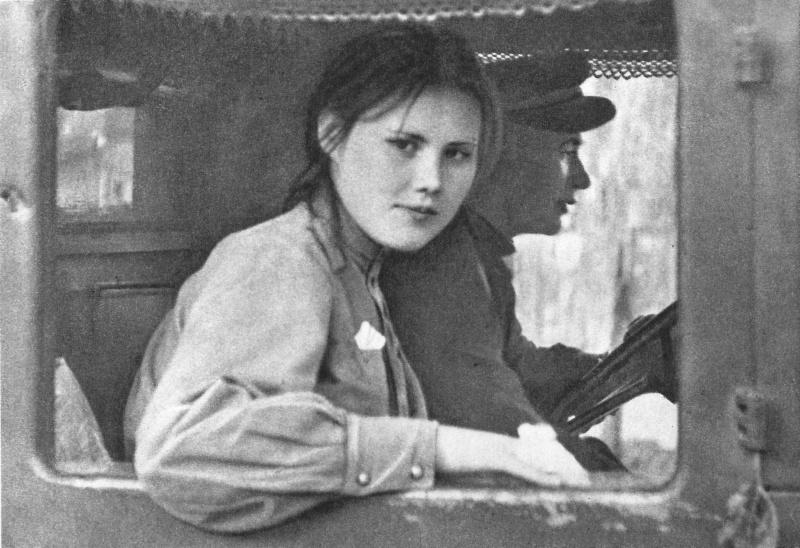 Девушка-военнослужащия из состава советских войск-освободителей Чехословакии в кабине грузовика.  Прага, Чехословакия. Май 1945