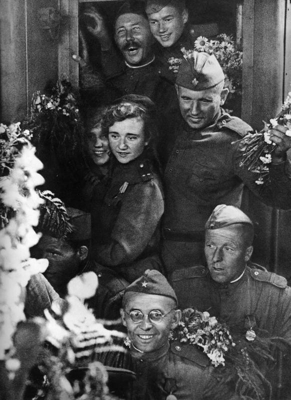 Встреча воинов-победителей на Белорусском вокзале в Москве.  Георгий Петрусов