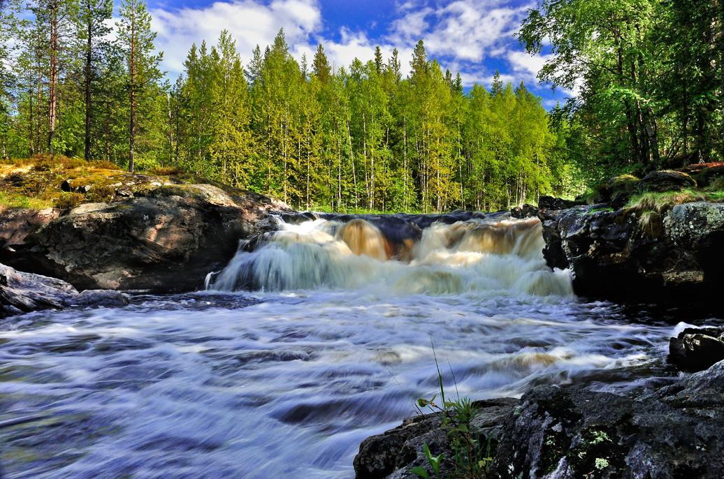 Лесной водопад в Северной Карелии. Автор – Александр Харитонов