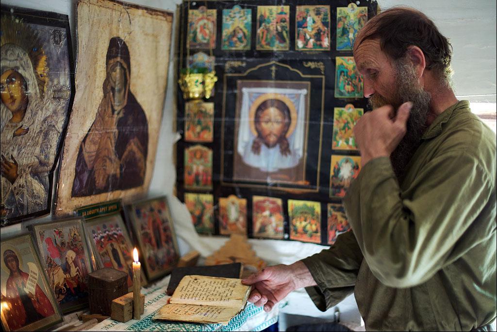 Молитва. Павел Бжитских. Заимка Ок-Чары на берегу Малого Енисея