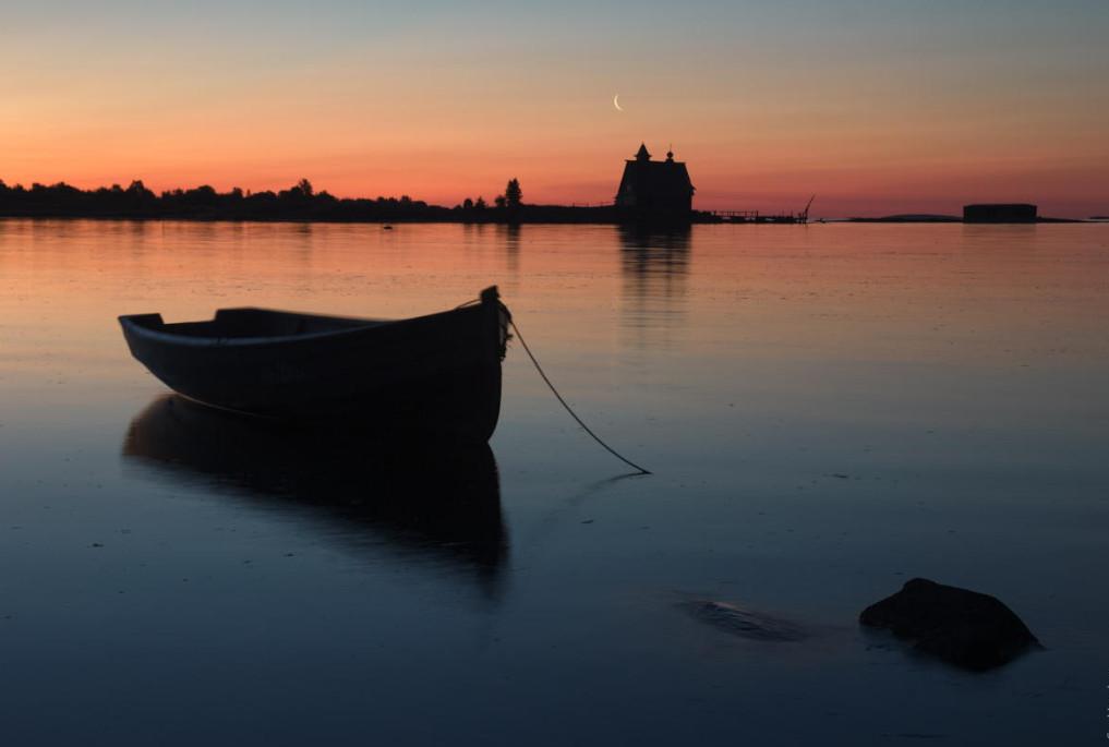 Северная ночь с лодками. Автор – Игорь Горшков