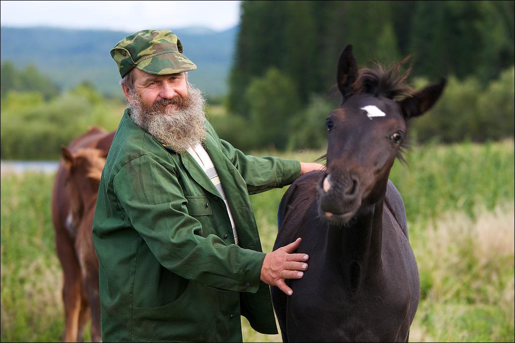 Петр Григорьевич Сасин и его жеребята. Верхний Шивей