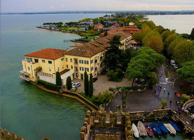 Местечко Сирмионе на озере Гарда