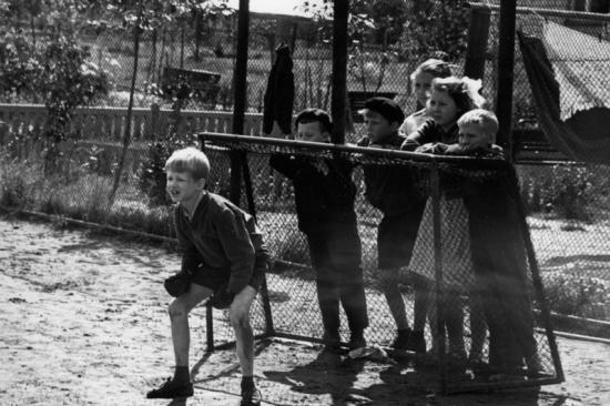 Дмитрий Воздвиженский и Нина Свиридова. Вратарь. 1970.