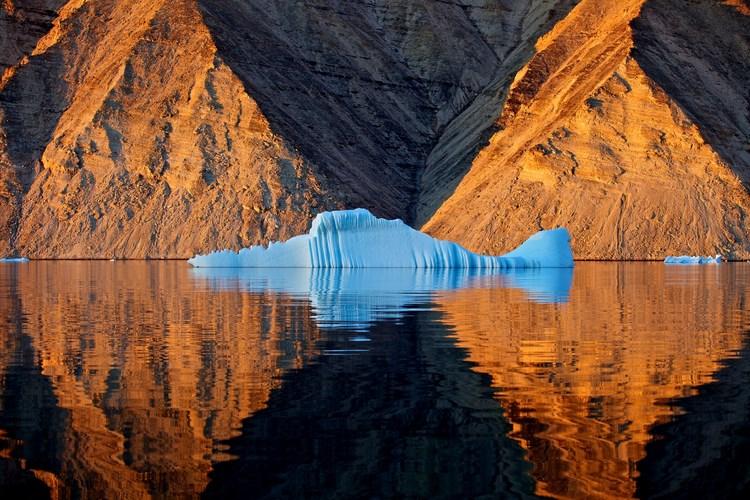 «True Blue Frozen in Time» Автор - Qaanaaq