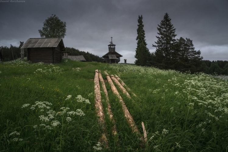 Пасмурный день в деревне Зехново. Фото Даниила Коржонова