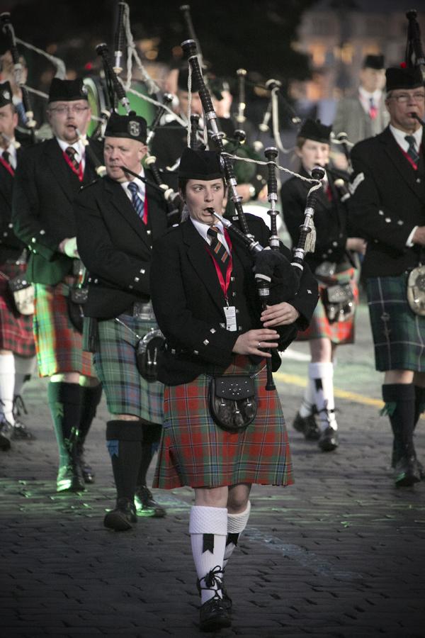 Оркестр волынок и барабанов из Ирландии