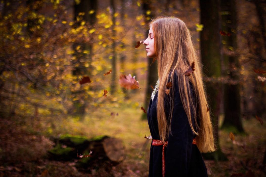Автор фото: Mantheniel Photography. Девушка и ветер
