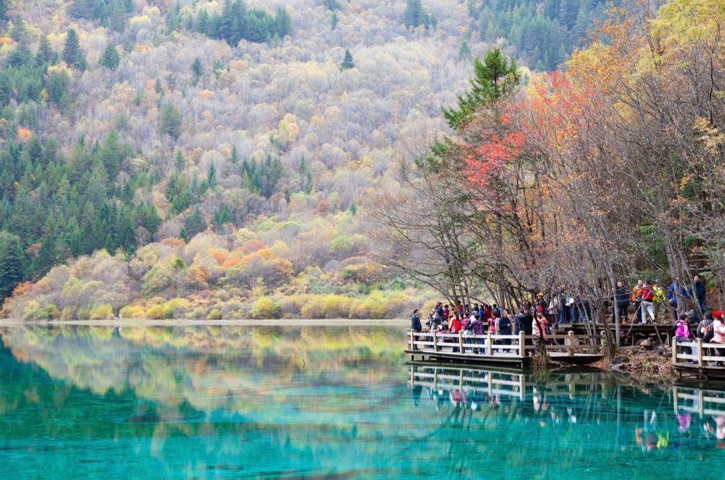 Национальный парк Цзючжайгоу, провинция Сычуань. Фото: Sasipa Muennuch