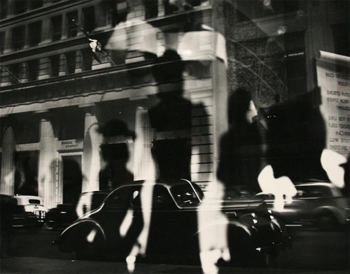 Отражения, уличная фотография Лизетты Модел