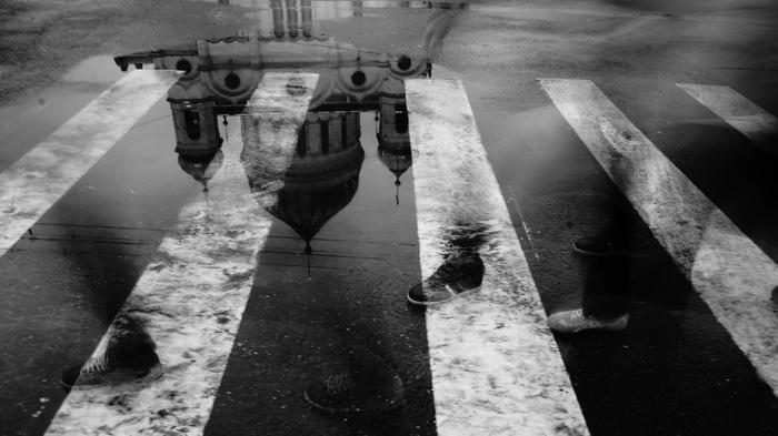 Уличная фотография Екатерины Елизаровой. Отражение Храма Христа Спасителя