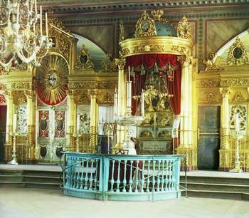 Интерьер православной церкви в Смоленске.